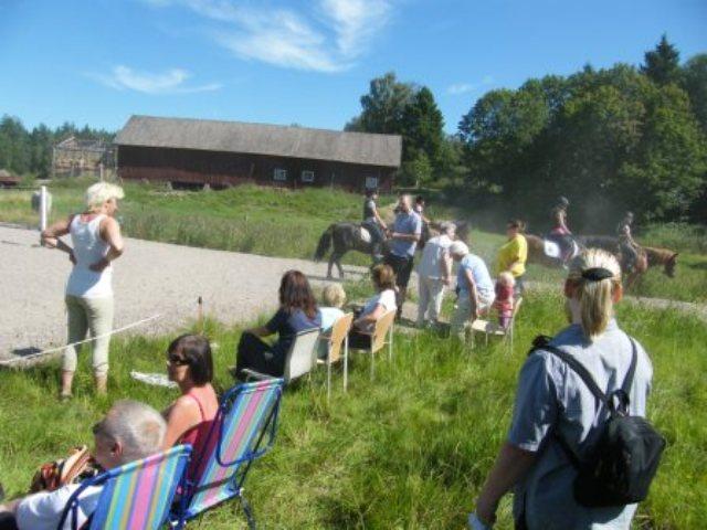 Publiken njöt av uppvisning i det vackra vädret